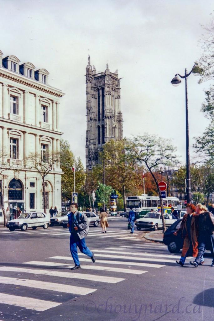 Ancien clocher de l'église Saint-Jacques-de-la-Boucherie, la tour Saint-Jacques s'élève dans un square qui porte son nom, tout près de l'Ile de la Cité, au cœur de Paris.